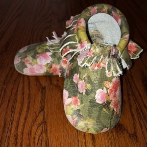 Floral Camp Freshly Picked Moccasins